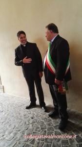 don Marco Fiore con il sindaco Alberto Latini